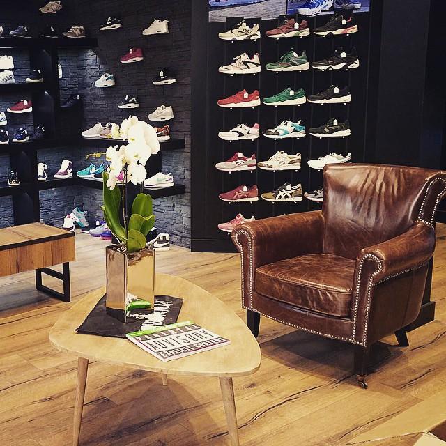 le shop konsortium sneakers shop avignon. Black Bedroom Furniture Sets. Home Design Ideas